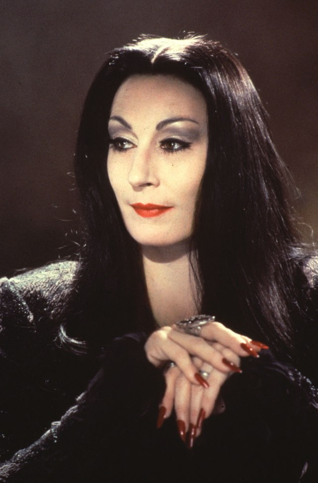 The-Addams-Family-anjelica-huston-32662161-800-1214